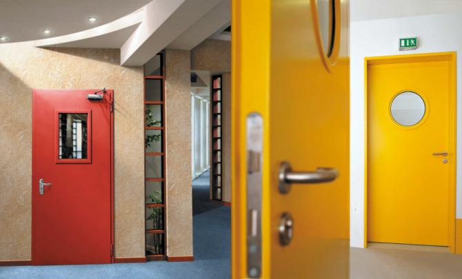 дверь в офис