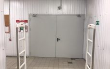 Ворота распашные на склад