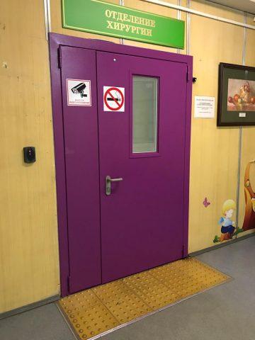 Двери в частную клинику в Москве